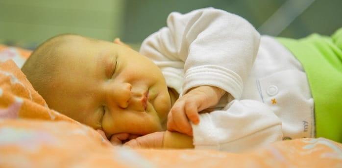زردی در نوزادان چه علتی دارد، چقدر طول میکشد و درمان چیست؟